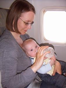 Fuettern_im_Flugzeug.jpg